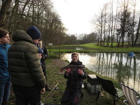 Foto 01 vom Forellenangeln der Jugend 2017©ASV Liebenau
